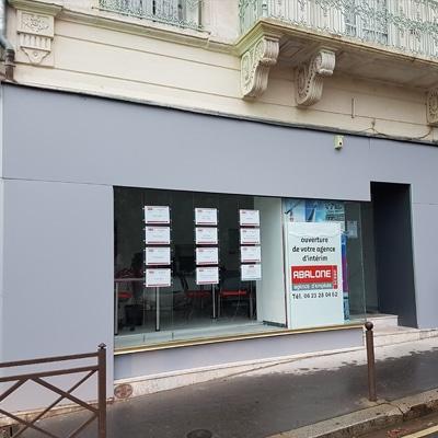 Peinture façade agence interim à Orléans par Mathieu Peinture